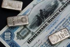 Certificato azionario di Original Homestake Mining Company e barre d'argento Immagini Stock