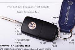 Certificato di prova delle emissioni di Volkswagen immagine stock libera da diritti
