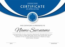Certifichi il modello nel colore blu elegante con la medaglia ed i confini astratti, strutture Certificato di apprezzamento, DES  royalty illustrazione gratis