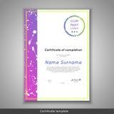 Certifikat av avslutning - gillande, prestation, avläggande av examen, diplom eller utmärkelse med den roliga geometriska scandin Arkivfoto