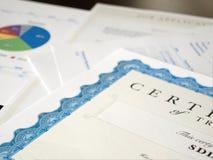 Certifikat och annat dokument royaltyfri foto