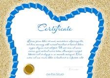 Certifikatet eller diplomet för en tand- klinik med ett blått kulört band i formen av en tand på en bakgrund av guld mousserar Ve Arkivfoto