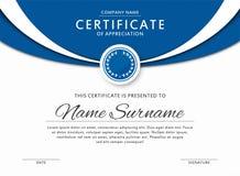 Certifikatmallen i eleganta blått färgar med medaljen och gör sammandrag gränser, ramar Certifikat av gillande, utmärkelsediplomd royaltyfri illustrationer
