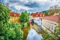 Certovka flod i gamla Prague Arkivfoto