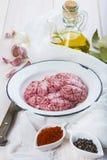 Cerveaux et ingrédients d'agneau pour les faire cuire images libres de droits