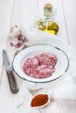 Cerveaux et ingrédients d'agneau pour les faire cuire images stock