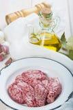 Cerveaux et ingrédients d'agneau pour les faire cuire photo stock
