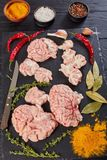 Cerveaux juvéniles découpés en tranches de boeuf ou de veau photos libres de droits