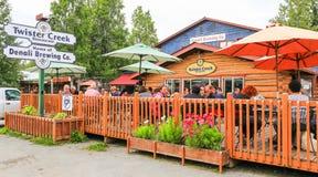 Cervecería artesanal y restaurante Talkeetna de Alaska Fotografía de archivo