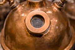Cervecería interior del primer de la caldera de la cervecería en el sótano, primer foto de archivo libre de regalías