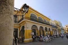 Cervecería vieja de La Habana en la plaza Vieja. 6 de abril de 2010. Foto de archivo libre de regalías