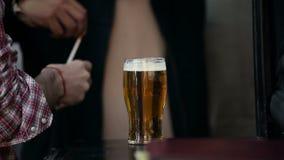 Cerveja vídeos de arquivo