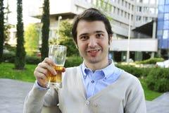Cerveja bebendo Imagens de Stock
