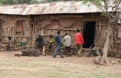 Cerveja bebendo em Konso, Etiópia Foto de Stock Royalty Free