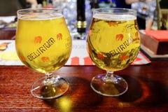 Cerveja belga dos delírium tremens no vidro tradicional foto de stock royalty free