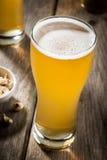 Cerveja clara com petiscos Imagens de Stock Royalty Free