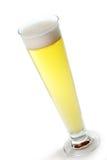 Cerveja clara do esboço fresco com espuma em um vidro Imagens de Stock Royalty Free