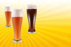 Cerveja clara e escura no fundo brilhante ilustração stock