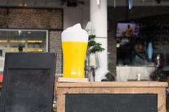 Cerveja da barra fotos de stock
