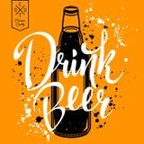 Cerveja da bebida Ilustração retro do vetor com a garrafa da cerveja Imagem de Stock