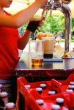 Cerveja de derramamento da torneira fotos de stock royalty free