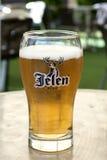 Cerveja de Jelen - essa da melhor cerveja na Sérvia imagens de stock