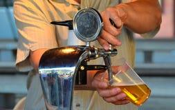 A cerveja derrama Fotos de Stock