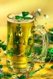 Cerveja do verde do dia do St Patrick imagem de stock