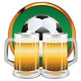 Cerveja e bola de futebol Fotografia de Stock Royalty Free