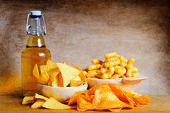 Cerveja e petiscos Imagens de Stock
