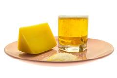 Cerveja e queijo Imagem de Stock
