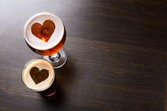Cerveja fresca loving Fotos de Stock Royalty Free