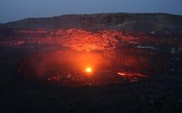 Cerveja inglesa de Erta do vulcão antes do nascer do sol Fotografia de Stock Royalty Free
