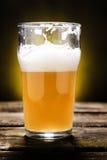 Cerveja inglesa parcialmente consumida da casa da quinta Foto de Stock Royalty Free