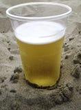 Cerveja na areia Imagem de Stock