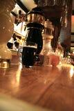 Cerveja na barra da noite Fotografia de Stock