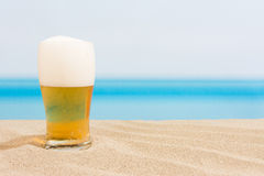Cerveja na praia Imagens de Stock Royalty Free
