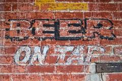 Cerveja na torneira Imagens de Stock Royalty Free
