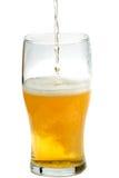 Cerveja que está sendo derramada Foto de Stock Royalty Free