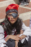 Cerveja-Sheva, ISRAEL - 5 de março de 2015: Menina com o cabelo longo vestido como piratas no lenço vermelho, Imagem de Stock
