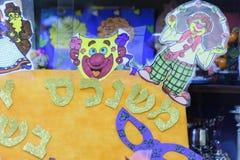Cerveja-Sheva, Israel - em abril de 2016 - máscaras para o feriado de Purim na tabela Fotos de Stock