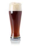 Cerveja vermelha da cerveja inglesa no vidro com espuma Fotografia de Stock Royalty Free
