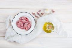 Cervelli ed ingredienti dell'agnello per la cottura loro immagine stock