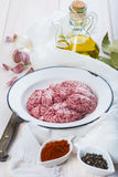 Cervelli ed ingredienti dell'agnello per la cottura loro fotografia stock