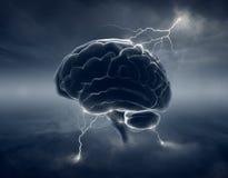 Cervello in nuvole tempestose - lampo di genio concettuale Fotografia Stock