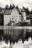 Cervena Lhota是在捷克共和国的一个美丽的大别墅,染黑  免版税库存照片