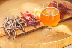 Cerveza clara y desigual fotos de archivo libres de regalías