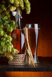 Cerveza con el salto de la cervecería imágenes de archivo libres de regalías