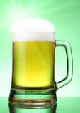 Cerveza con fulgor fotos de archivo