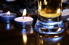 Cerveza con las velas Imagenes de archivo